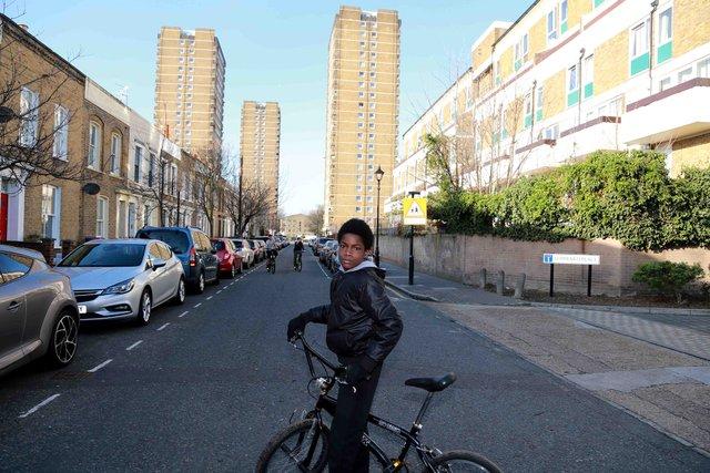 Реальне життя на околицях Лондона: захопливі фото - фото 366188