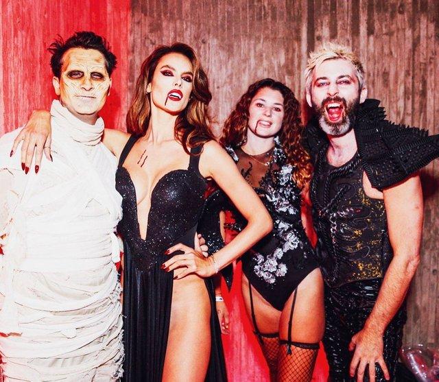 Зваблива вампірка: Алессандра Амброзіо без білизни вразила фанів (фото) - фото 366270