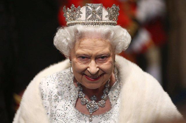 Єлизавета II відмовилася носити натуральне хутро - фото 366305