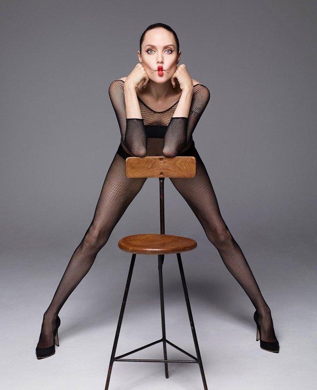 Анджеліна Джолі знялася оголеною у сміливій фотосесії - фото 366315