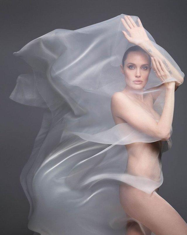 Анджеліна Джолі знялася оголеною у сміливій фотосесії - фото 366317
