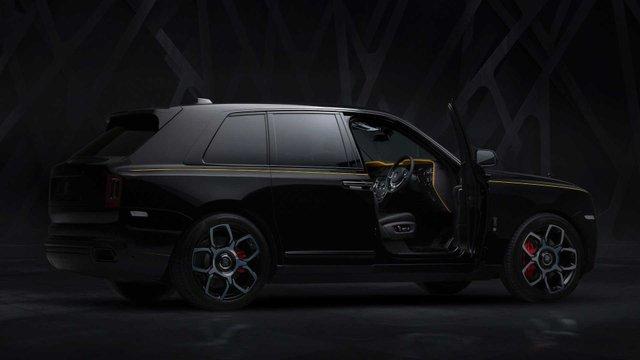 Rolls-Royce випустив розкішну версію кросовера для багатіїв - фото 366771