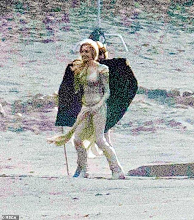 З'явилися перші фото Анджеліни Джолі з нового фільму Marvel - фото 366823