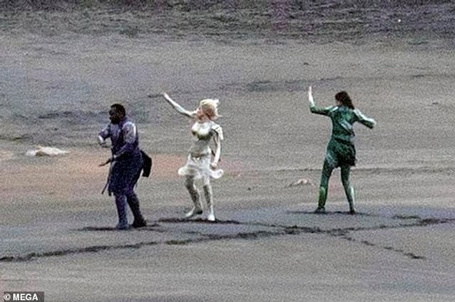 З'явилися перші фото Анджеліни Джолі з нового фільму Marvel - фото 366827
