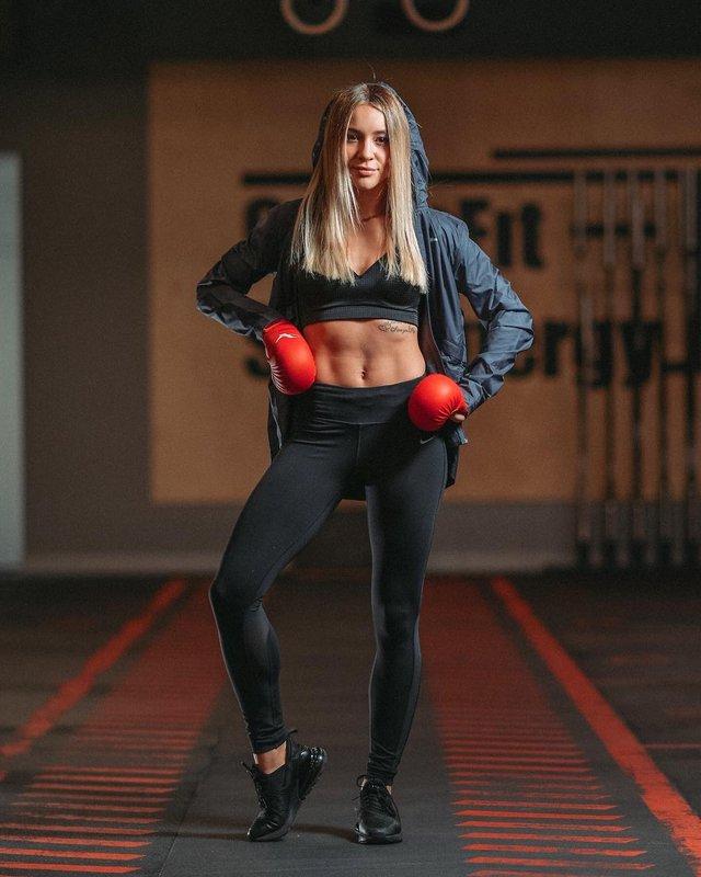 Українка Анжеліка Терлюга стала найкращою каратисткою світу: ефектні фото красуні - фото 366880