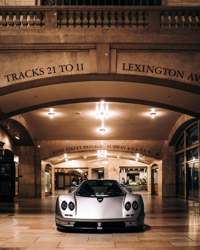 Pagani перетворили вокзал Нью-Йорка на автомобільний музей - фото 366904