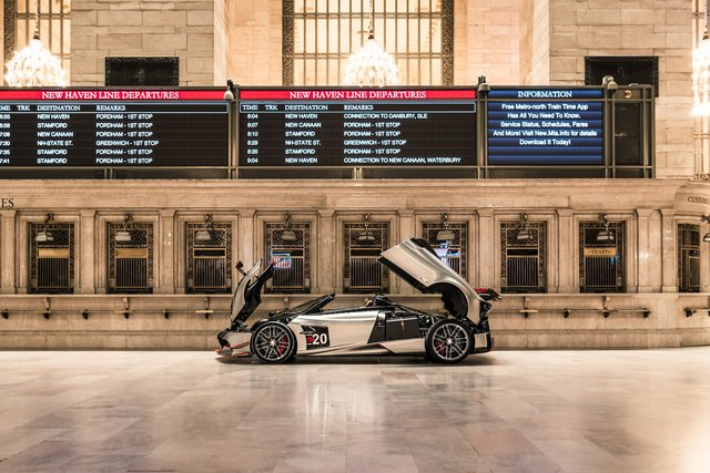 Pagani перетворили вокзал Нью-Йорка на автомобільний музей - фото 366907