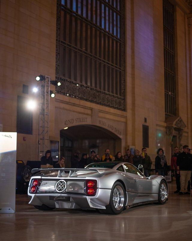 Pagani перетворили вокзал Нью-Йорка на автомобільний музей - фото 366908