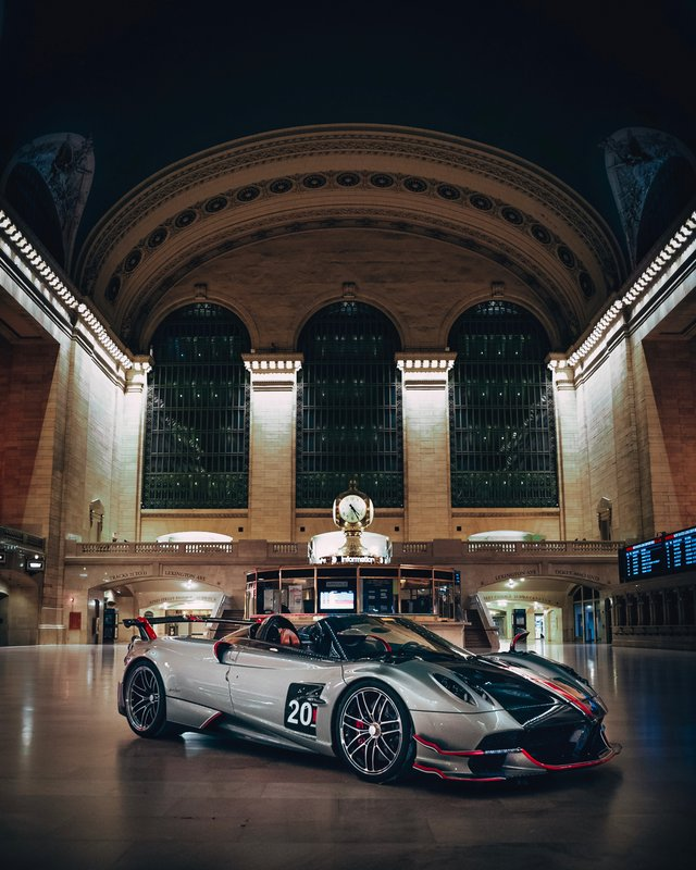 Pagani перетворили вокзал Нью-Йорка на автомобільний музей - фото 366911