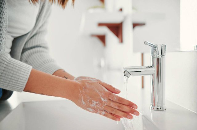 Після контакту з овочами та фруктами слід мити руки - фото 367023