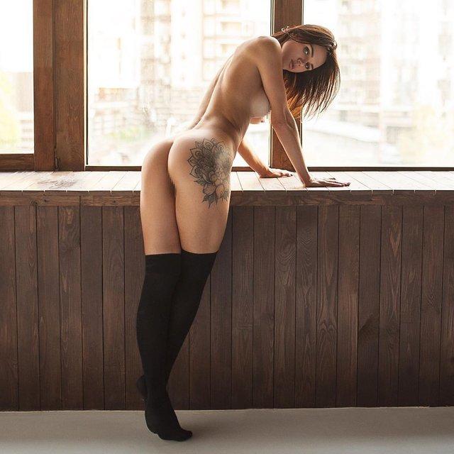 Українська фітнес-модель розбурхала мережу голою фотосесією (18+) - фото 367065