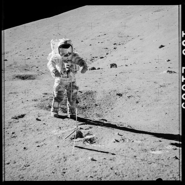 NASA взялася вивчати місячний ґрунт, який пролежав недоторканим 40 років - фото 367135
