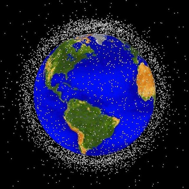 На орбіті Землі міститься шалена кількість космічного сміття - фото 367158