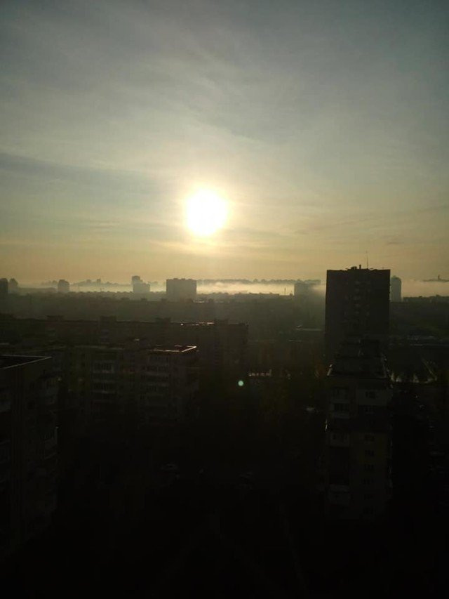 Київ оточила стіна туману: кадри незвичайного явища - фото 367492
