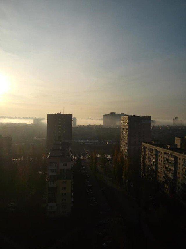 Київ оточила стіна туману: кадри незвичайного явища - фото 367497