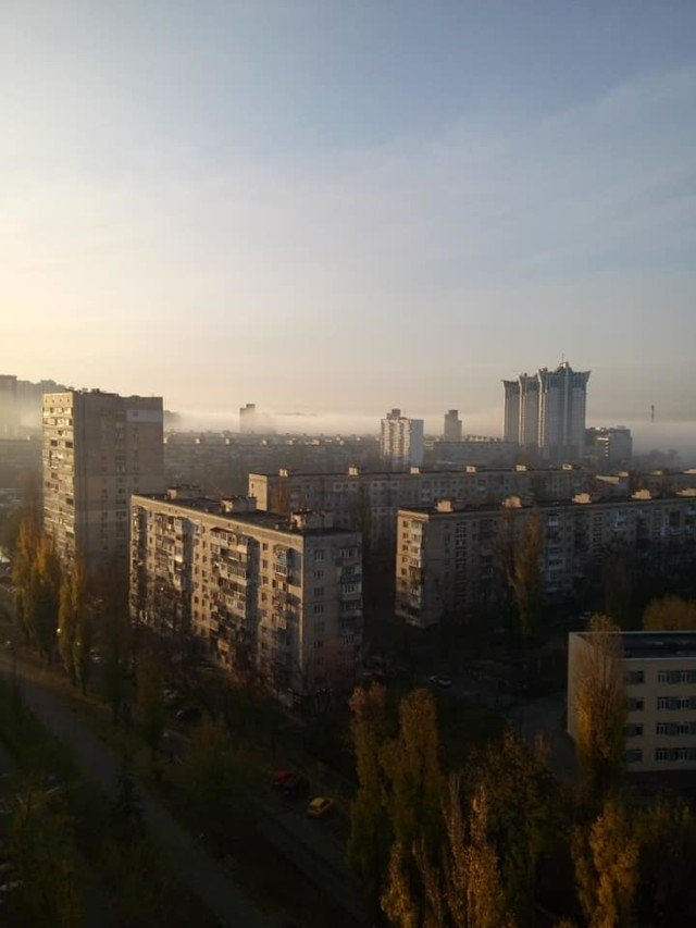 Київ оточила стіна туману: кадри незвичайного явища - фото 367498