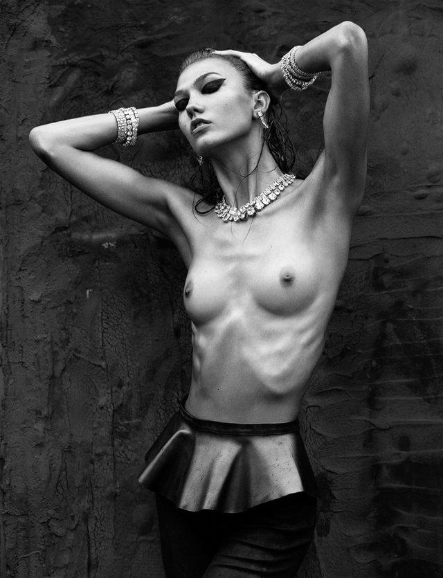 Моделі 90-х: як змінилася ідеальна Карлі Клосс (18+) - фото 367605