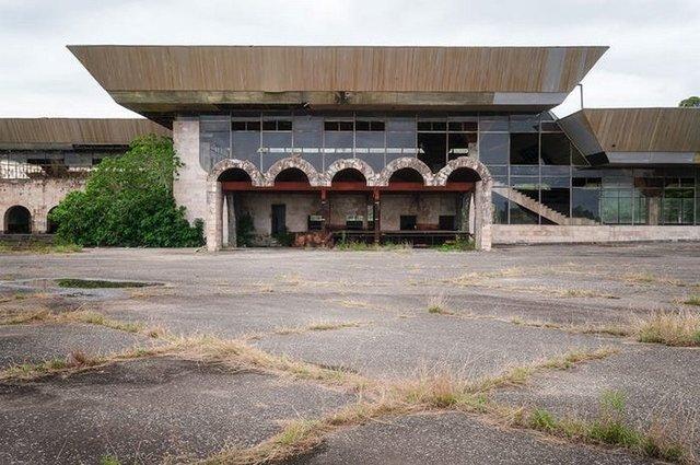 Як виглядає аеропорт, покинутий 25 років тому - фото 367635