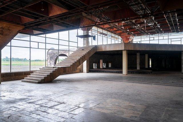 Як виглядає аеропорт, покинутий 25 років тому - фото 367636
