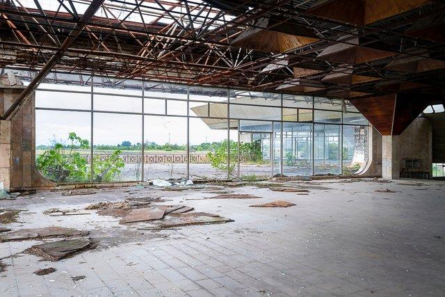 Як виглядає аеропорт, покинутий 25 років тому - фото 367638