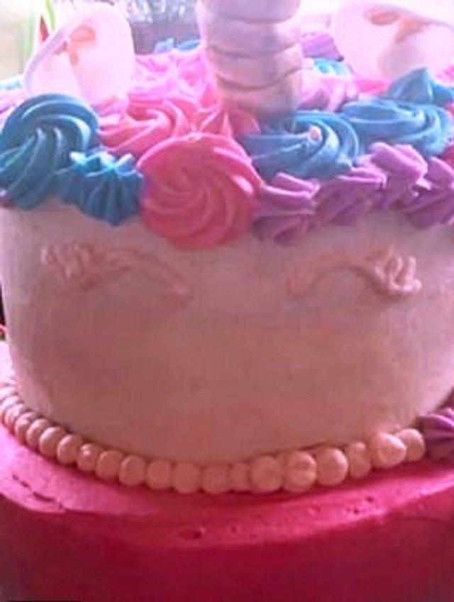 Американка отримала непристойний торт на день народження доньки: фото - фото 367663