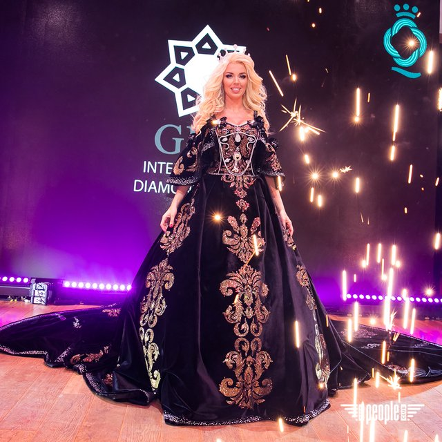 У мережі показали найдорожче українське плаття, яке увійшло до Книги рекордів - фото 367751