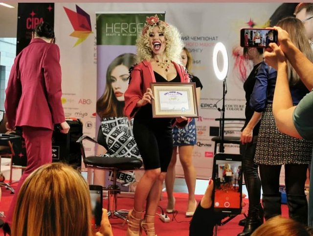Названо найспортивнішу співачку України: пікантні фото переможниці - фото 367948