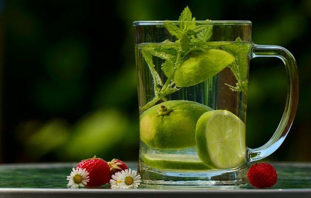 Як звикнути пити воду щодня - фото 368186
