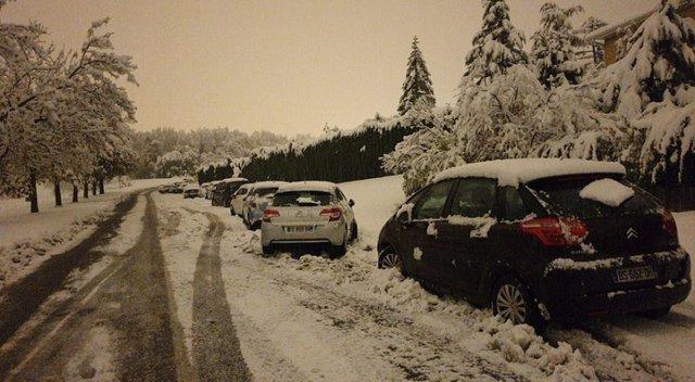 Францію накрив потужний снігопад: шокуючі фото - фото 368218