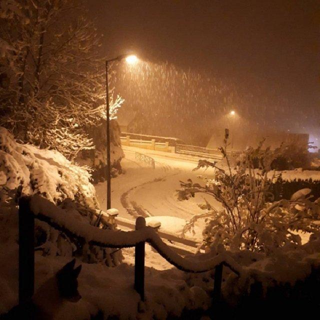 Францію накрив потужний снігопад: шокуючі фото - фото 368221