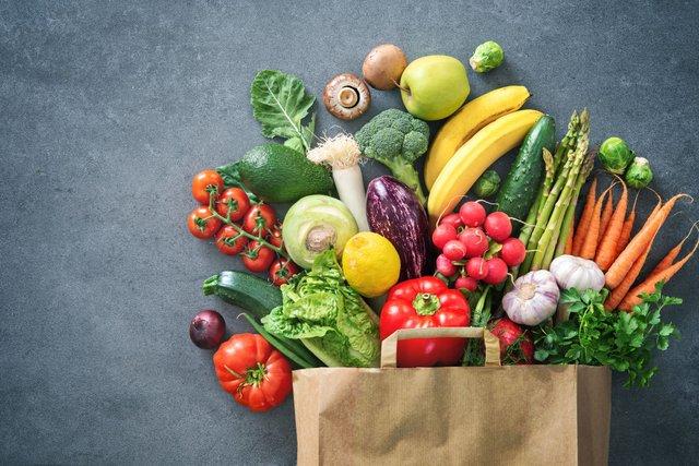 В раціоні має бути багато овочів і фруктів - фото 368290