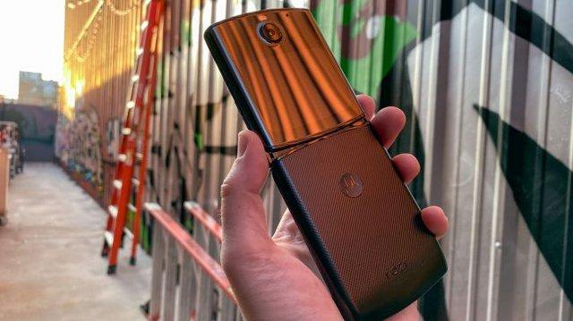 Motorola RAZR 2019: характеристики, ціна та огляд перевиданої розкладачки - фото 368351