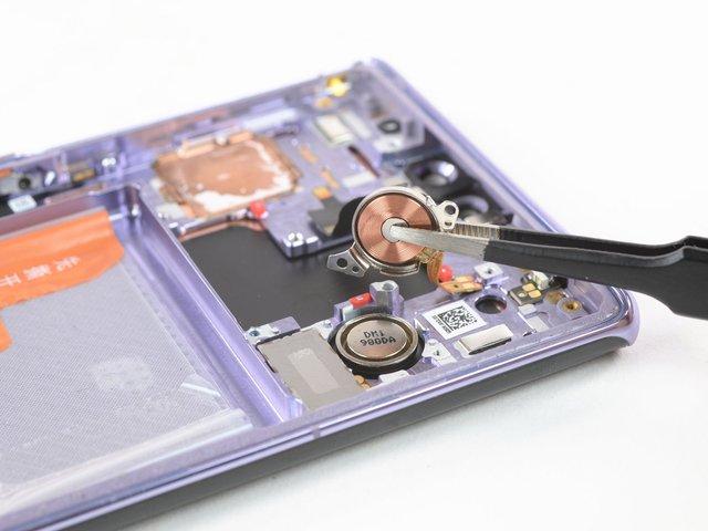 З ремонтом буде непросто: фахівці розібрали HUAWEI Mate 30 Pro - фото 368393