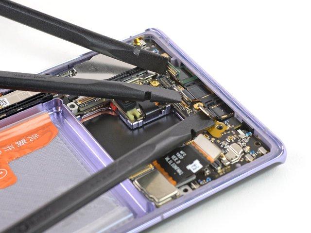 З ремонтом буде непросто: фахівці розібрали HUAWEI Mate 30 Pro - фото 368396
