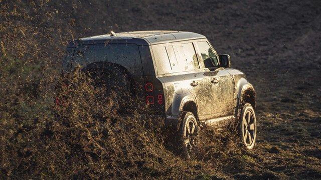 Справжні випробування: Land Rover показав тизер зі зйомок нового фільму про Бонда - фото 368492