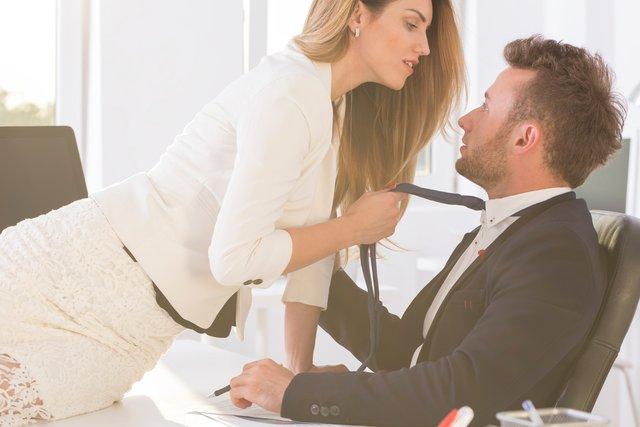 Секс на роботі може вплинути на вашу кар'єру - фото 368582