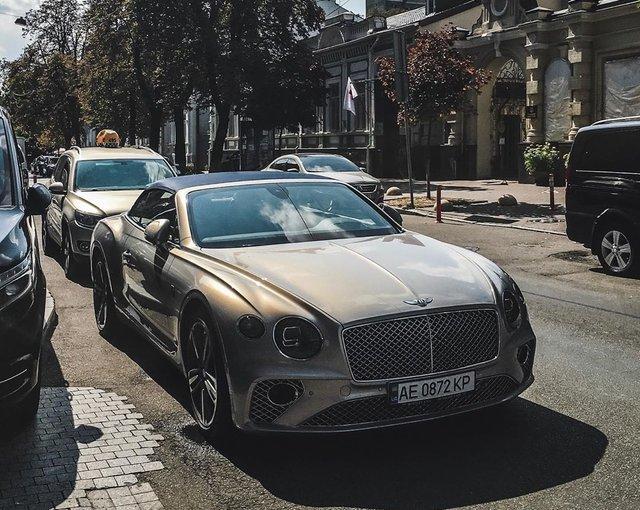 У мережі показали найрозкішніші авто, які були помічені в Україні цієї осені - фото 368639