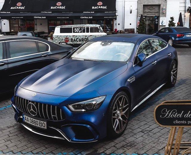 У мережі показали найрозкішніші авто, які були помічені в Україні цієї осені - фото 368640
