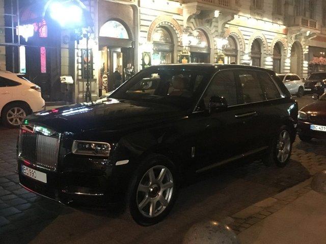 У мережі показали найрозкішніші авто, які були помічені в Україні цієї осені - фото 368643