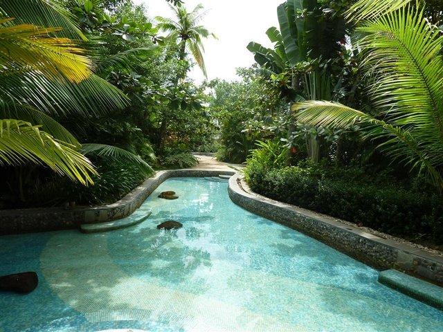 Незабутній відпочинок: куди краще поїхати у листопаді - фото 368711