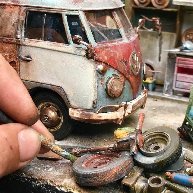Художник створює вражаючі мініатюри авто, які змушують придивитись - фото 368825