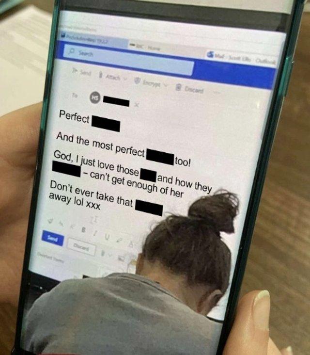 Вчитель випадково показав учням на смарт-дошці лист інтимного характеру - фото 368939