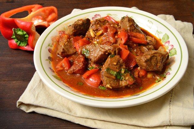 Гарячі страви зі свинини: смачні рецепти з фото - фото 369212