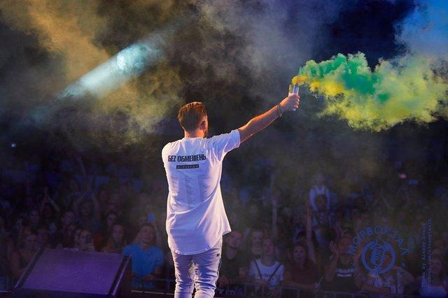Весь світ: гурт БЕZ ОБМЕЖЕНЬ випустив проникливий кліп, знятий у Львівській опері - фото 369405