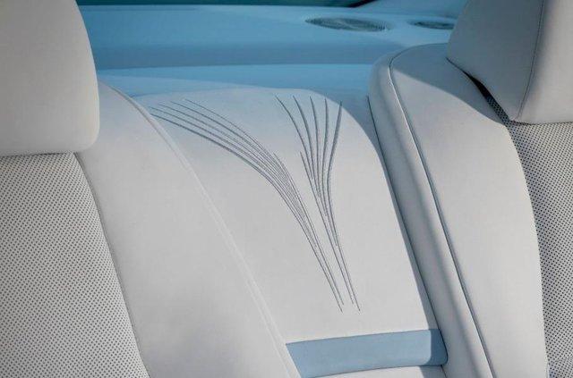 Стелю Rolls-Royce Wraith прикрасили унікальною вишивкою - фото 369448