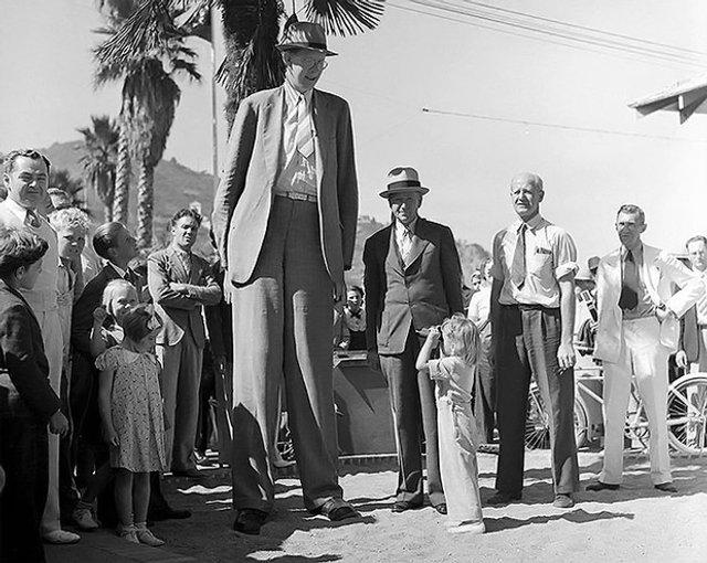 Ніби Photoshop: як виглядав найвищий чоловік минулого століття - фото 369508