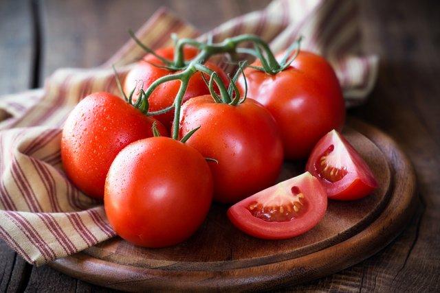 Науковці рекомендують чоловікам їсти томати - фото 369527