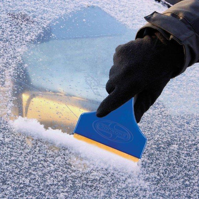 Як чистити скло взимку  - фото 370416