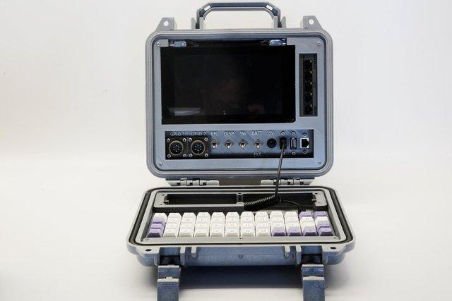 Американський винахідник розробив комп'ютер на випадок кінця світу - фото 370706
