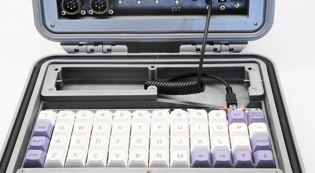 Американський винахідник розробив комп'ютер на випадок кінця світу - фото 370707